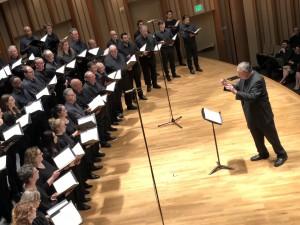 Vatsche Barsoumian conducts the Lark Geghart Choir in Mansurian's Ars Poetica. / Photo credit: Néstor Castiglione