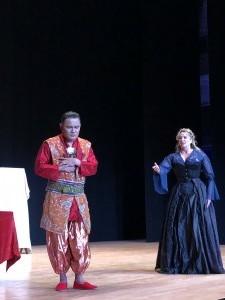 Rodell Rosel (Der Zwerg) and Shana Blake Hill (Ghita) / Photo courtesy of Numi Opera